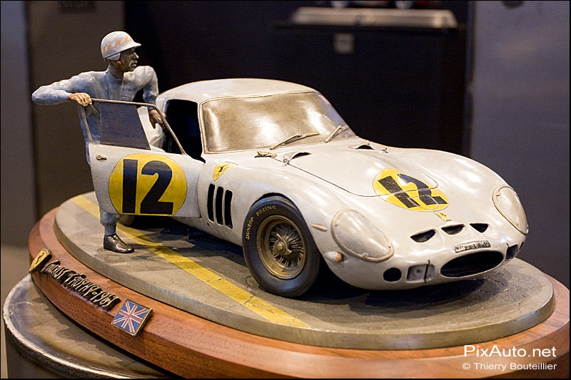 Sculpture Ferrari 250 GTO.