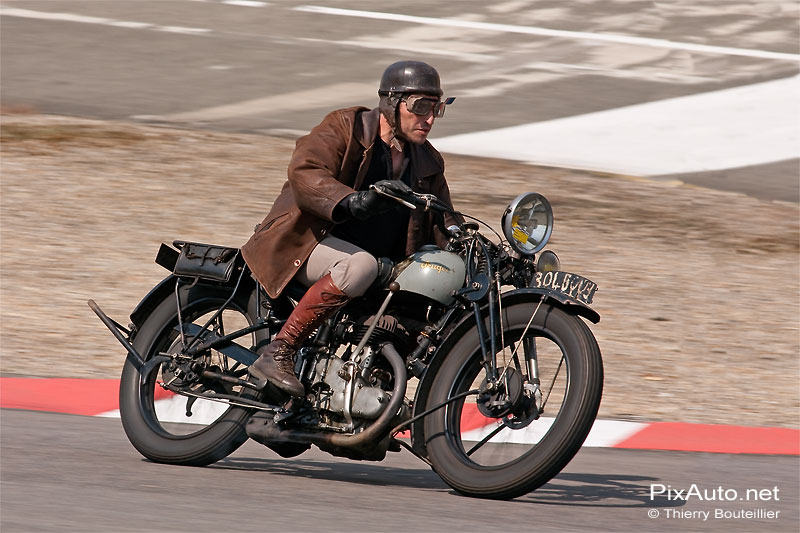 Moto Peugeot sur l