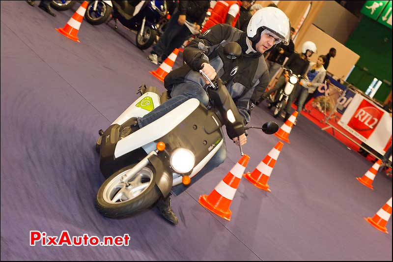 salon de la moto scooter electrique honda ev-neo