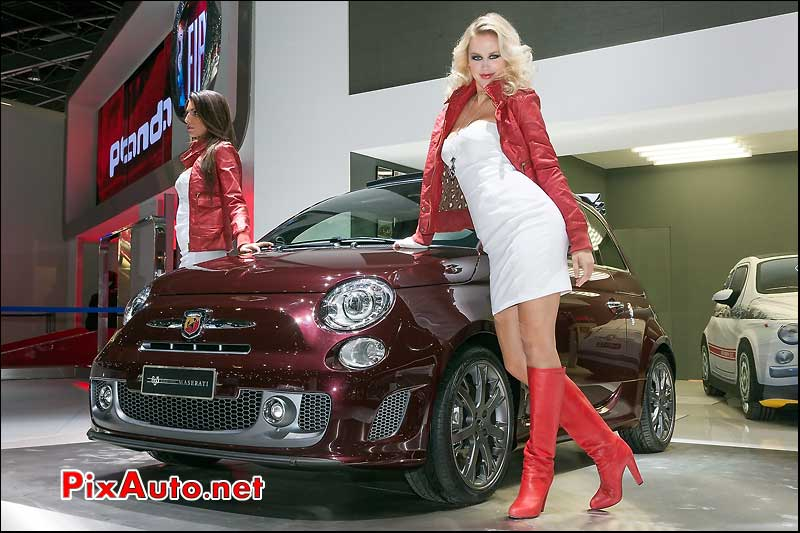 abarth 695 edizione decouvrable et hotesse mondial automobile