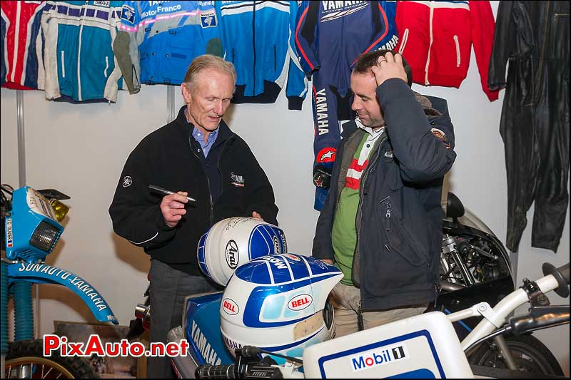Jean-Claude Olivier dedicace son casque salon moto legende