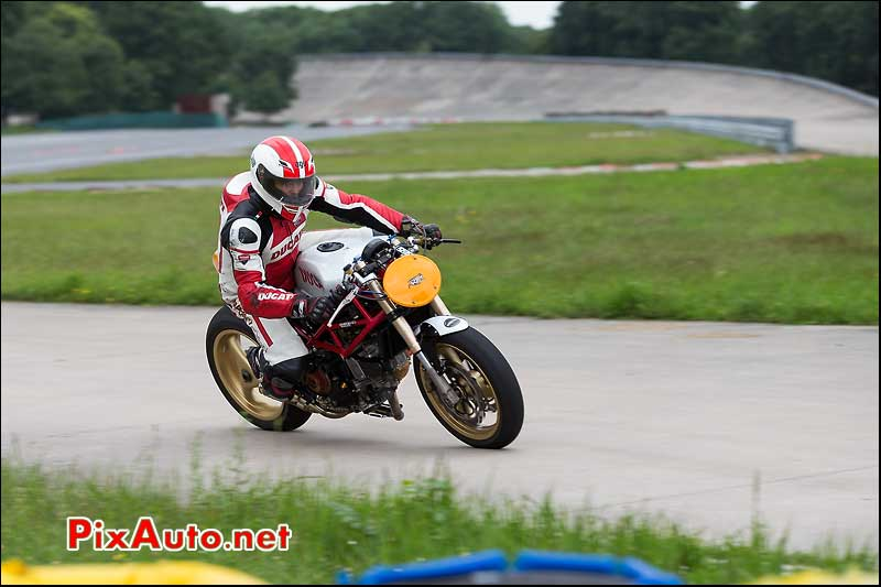 Radical Ducati, cafe-racer-festival 2013, chicane nord circuit Linas-Montlhery