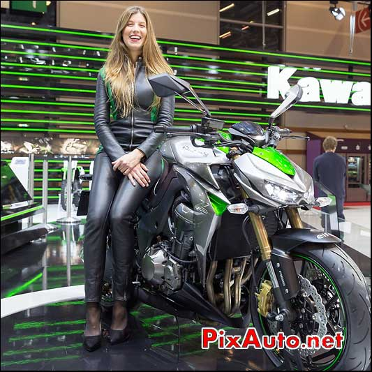Salon de la moto scooter et du quad de kawasaki kymco for Hotesse salon moto