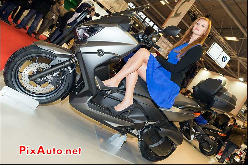 Salon de la moto scooter et du quad de mbk polaris for Hotesse salon moto