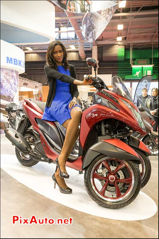 Presentation 3-roues MBK Tryptik 125cc, hotesse salon-de-la-moto Paris