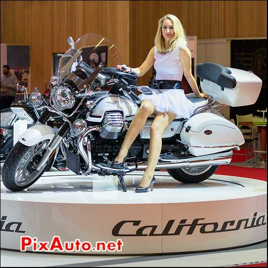 Moto Guzzi California Touring et hotesse, salon-de-la-moto Paris