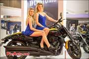 Suzuki Intruder m1800r et hotesses salon-de-la-moto