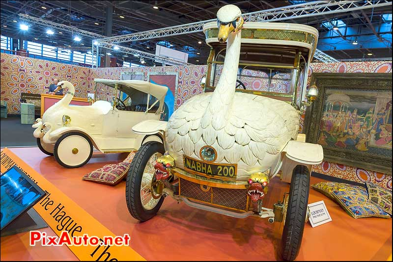Brooke Swan And Cygnet, salon retromobile 2014