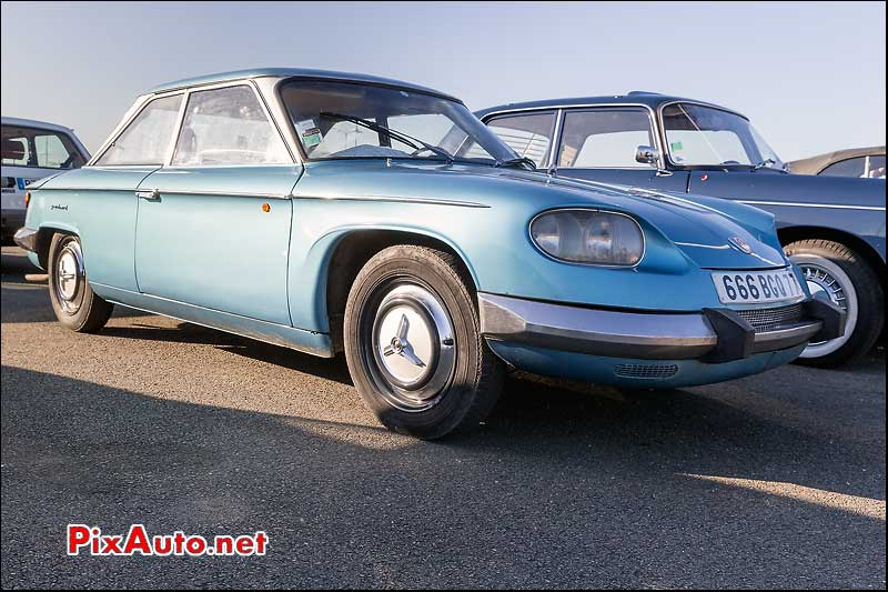 Parking collection Salon Automedon, Panhard 24-BT Coupe