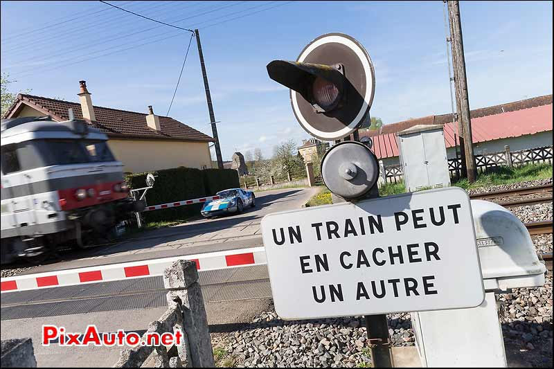 Un train peut en cacher un autre, Tour-Auto-Optic-2000