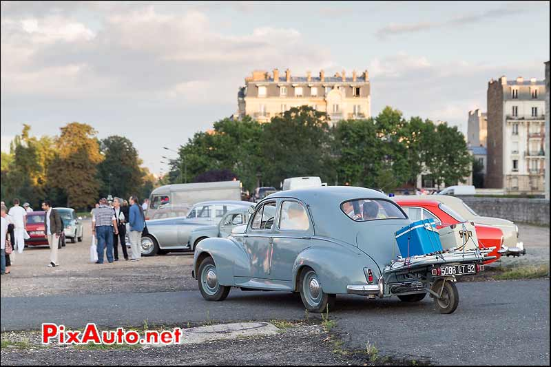 Berline Peugeot 203, Traversee de Paris estivale