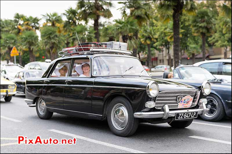 Berline Peugeot 404, Traversee de Paris estivale