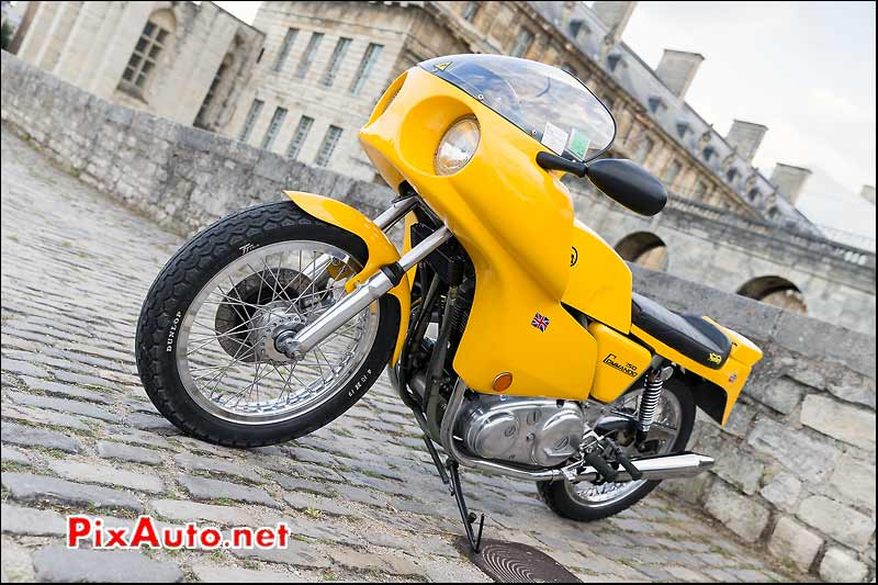 Norton 750 Commando, Traversee de Paris estivale