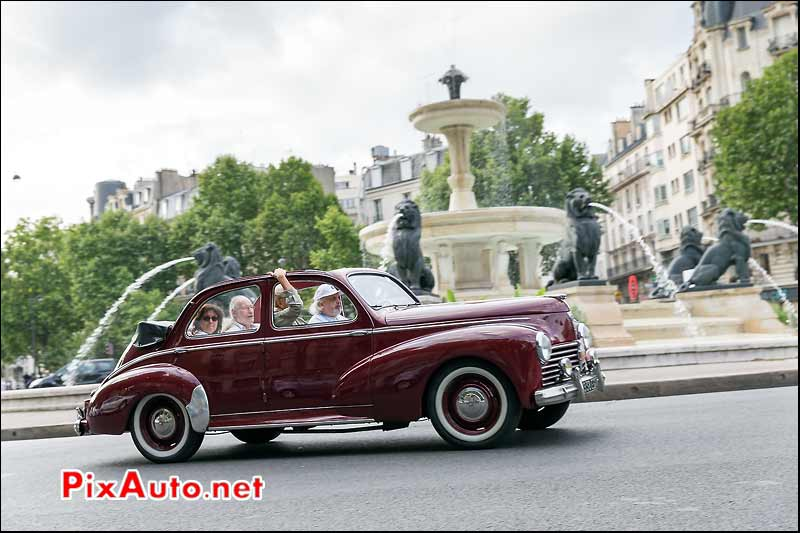 Peugeot 203 decouvrable, Traversee de Paris estivale