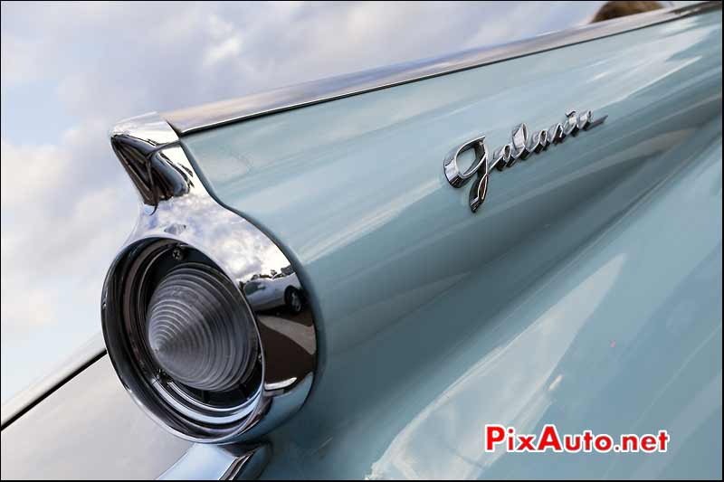 Sigle Ford Galaxie, Traversee de Paris estivale