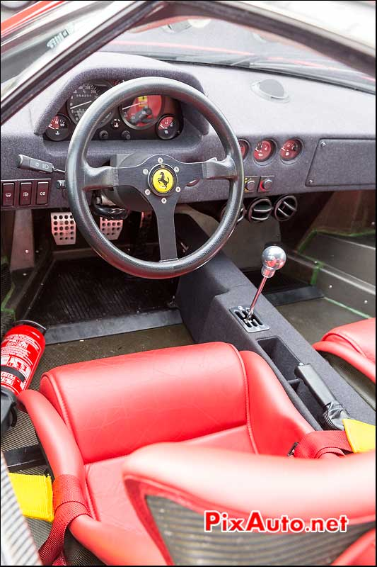 Habitacle Ferrari F40 de 1990, RM-Auctions Paris