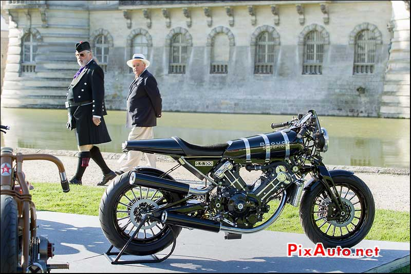 Chantilly-Arts-&-Elegance, Brough Superior SS 100 stand Kruger