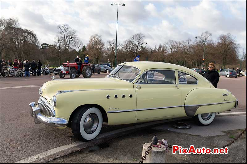 15e Traversee de Paris, Buick Roadmaster coupe