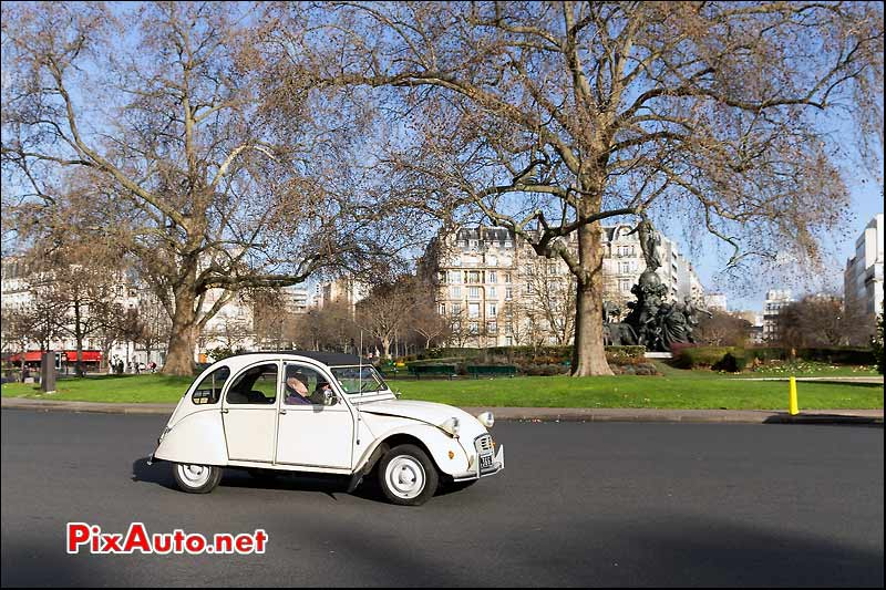 Traversee de Paris, Citroen 2cv Place de la Nation
