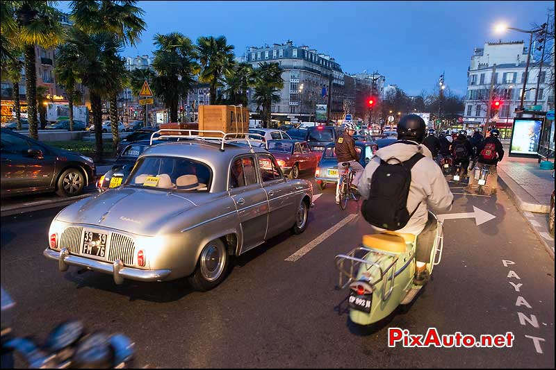 Traversee de Paris 2015, Renault Dauphine Export