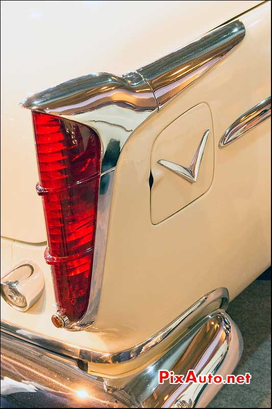Exposition Vacation Artcurial Motorcars, Chrysler Windsor Deluxe Feux Ar