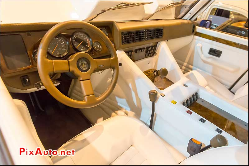 Exposition Vacation Artcurial Motorcars, Lamborghini LM002 Habitacle