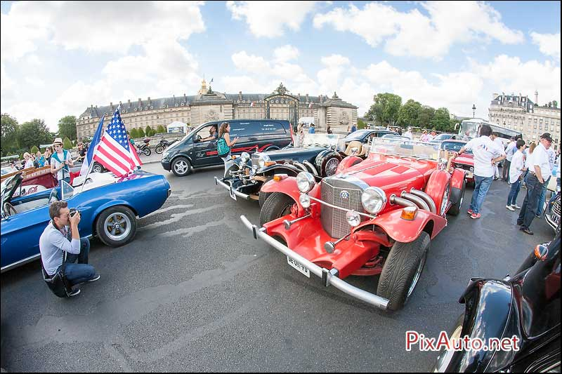 Traversee-de-Paris-Estivale, Excalibur Roadster aux Invalides