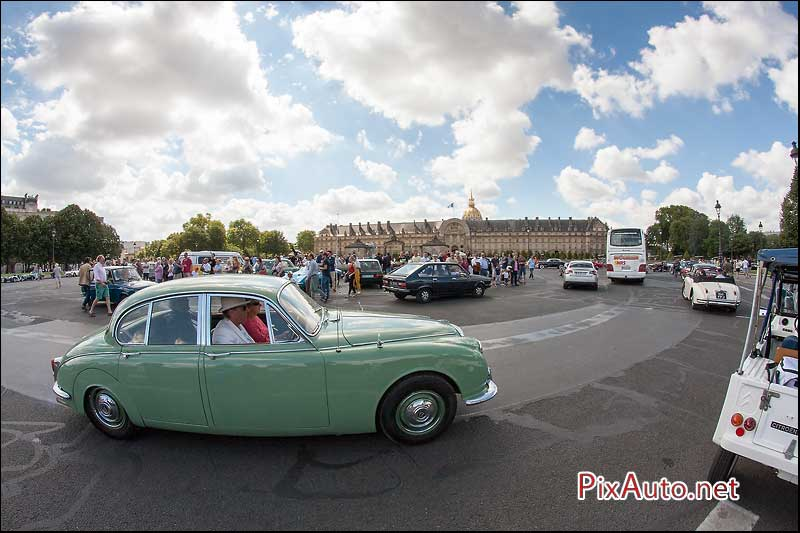 Traversee-de-Paris-Estivale, Jaguar Mk2 Place Des Invalides