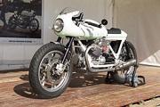Cafe-Racer-Festival, prepe Moto-Guzzi sur les Chapeau de Roues