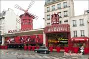 Traversee-de-Paris Hivernale, Autobianchi A112 devant Moulin Rouge