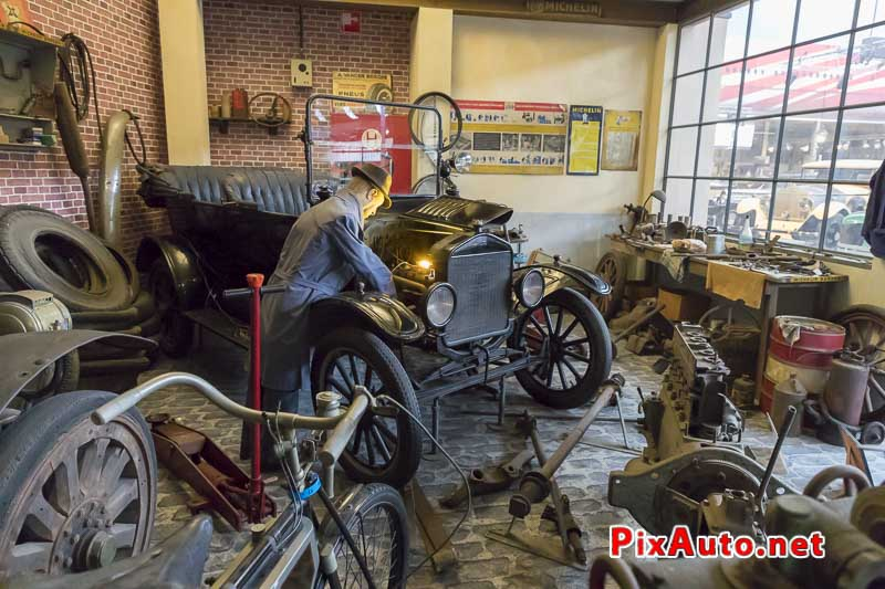 American-Dream-Cars-and-Bikes, Ford T Touring au garage