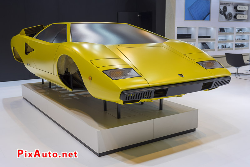 Salon-Retromobile, Lamborghini Countach en Restauration